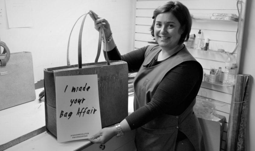 Foto in Schwarzweiß von einem der Taschenhersteller der Marke Bag Affair