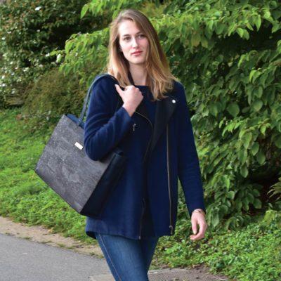 Business-Tasche Classy getragen von einem Model über die Schulter, das in der Natur spaziert